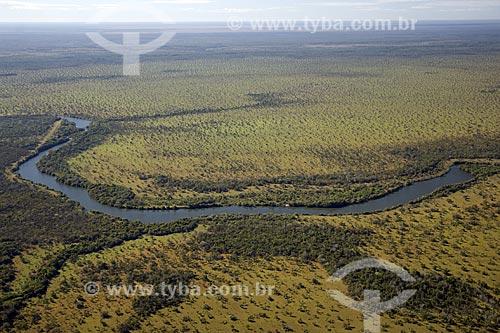 Assunto: Vista aérea de um rio, afluente do rio Araguaia, na parte sul do PARNA (Parque Nacional) do Araguaia / Local: Tocantins (TO) - Brasil / Data: Junho de 2006