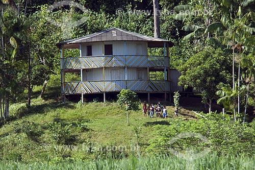 Assunto: Casa de ribeirinhos na floresta amazônica de várzea perto de Terra Santa / Local: Pará (PA) - Brasil / Data: Junho de 2006