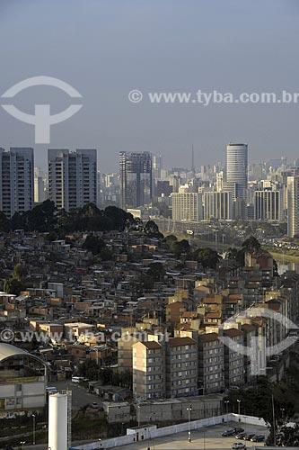 Assunto: Vista da favela Real Parque escondida pelo Cingapura - Rio Pinheiros / Local: São Paulo - SP / Brasil / Data: 05/2008