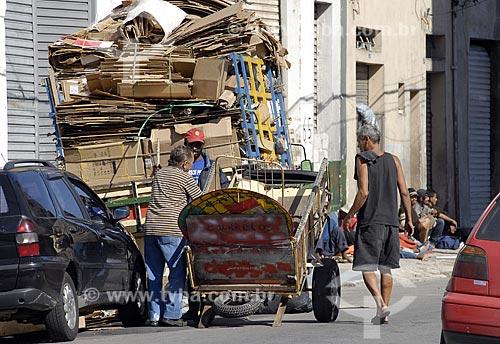 Assunto: Catadores de papelão na rua dos Protestantes no bairro da Luz - Cracolândia / Local: São Paulo - SP - Brasil / Data: 01/2008