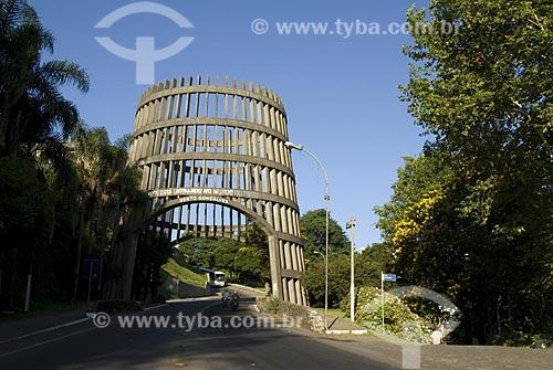 Assunto: Pórtico de entrada na cidade de Bento Gonçalves / Local: Bento Gonçalves - Rio Grande do Sul - Brasil / Data: 03/2008