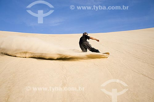 Assunto: Sandboard nas dunas da Parque Estadual do Rio Vermelho / Local: Florianópolis - Santa Catarina (SC) - Brasil / Data: 07/06/2009