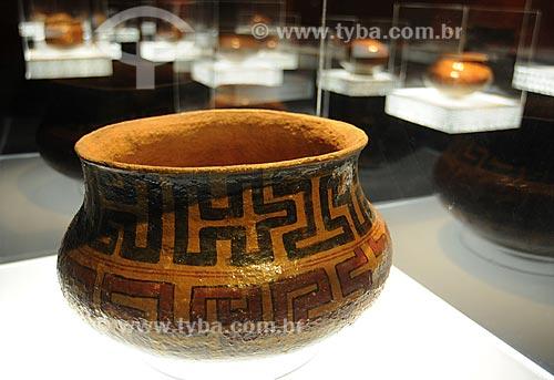 Assunto: Cerâmica Asúrini do Médio Rio Xingu, próximo a cidade de Altamira (Pará) - Museu do Índio Local: Botafogo - Rio de Janeiro - RJData: Junho de 2009