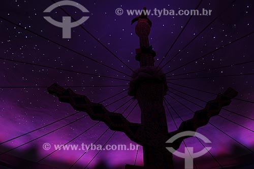 Mastro central do pátio do xamanismo para cerimônia do Turé para receber os Karuãna, espíritos do outro mundo - Povos indígenas do Oiapoque, vivem na fronteira do Brasil com a Guiana Francesa: Karipuna; Galibi; Galibi-marworno; Palikur - Ambientação no Museu do Índio - Uso educacional  - Rio de Janeiro - Rio de Janeiro - Brasil