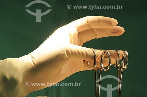 Assunto: Detalhe de instrumentador cirúrgico - Centro cirúrgico do Hospital Mário Kroeff, especializado no tratamento de câncerLocal: Penha - Rio de Janeiro - RJData: Abril de 2009
