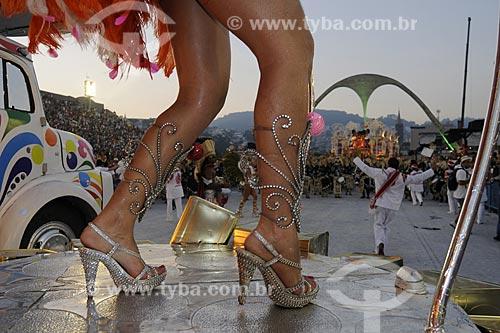 Assunto: Passista samba em carro alegórico ao amanhecer - Escola de Samba Acadêmicos do Salgueiro / Local: Sambódromo (Praça da Apoteose) - Rio de Janeiro (RJ) - Brasil / Data: Fevereiro, 2009