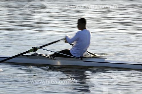 Assunto: Remador treinando na Lagoa Rodrigo de Freitas / Local: Rio de Janeiro (RJ) - Brasil / Data: Agosto de 2009
