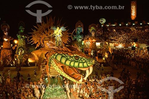 Assunto: Festival Folclórico de Parintins - Alegoria da cobra grande, lenda amazônica, durante a apresentação do boi Garantido / Local: Parintins - Amazonas (AM) / Data: Julho de 2005