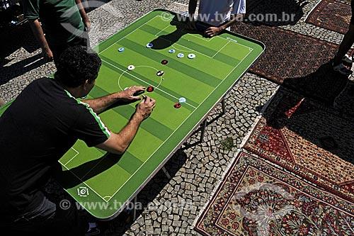 Jogo de Futebol de Botão na feira de antiguidades da praça do jóquei clube  - Rio de Janeiro - Rio de Janeiro - Brasil