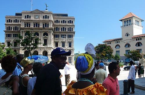 Assunto: Pessoas na praça em frente à Estação de barcas Sierra Maestra / Local: Havana - Cuba / Date: outubro 2009