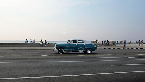Assunto:  Carro antigo (anos 50) no Malecón / Local: Havana - Cuba / Data: outubro 2009
