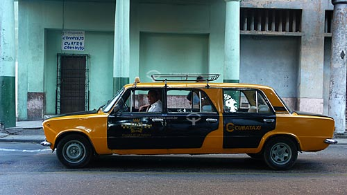Assunto: Carro antigo (anos 50) nas ruas de Havana / Local: Cuba / Data: outubro 2009