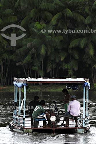 Assunto: Travessia de balsa no Rio Acara / Local: Acará - Para - Brasil / Data: 02-04-2009