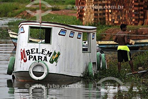 Assunto: Barco no Rio Acara / Local: Acará - Para - Brasil / Data: 02-04-2009