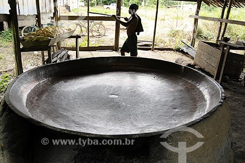 Assunto: Tacho de cobre para producao de farinha  / Local: Territorio quilombola de Santa Maria do Traquateua - Moju - Pará - Brasil / Data: 02-04-2009