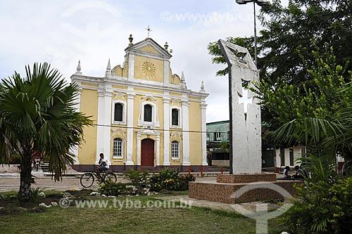 Assunto: Praca da Matriz com Igreja do Divino Espírito Santo / Local: Moju - Pará - Brasil / Data: 02-04-2009