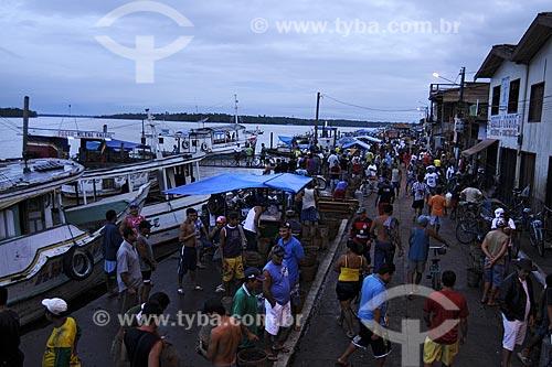 Assunto: Comercio na Feira de Abaetetuba com o Rio Maratauira  ao fundo / Local: Abaetetuba - Pará - Brasil / Data: 04-04-2009