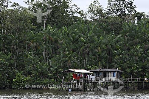 Assunto: Casas típicas de ribeirinho na Baía do Guajará, de influência Marajoara / Local: próximo a Belém - Pará - Brasil / Data: 05-05-2009