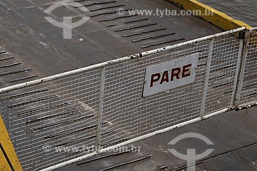 Assunto: Portão de acesso à barca na estação da Baía do Guajará / Local: próximo a Belém - Pará - Brasil / Data: Maio de 2009