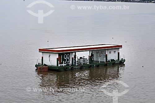 Assunto: Posto de combustivel flutuante na Baía de Guajará / Local: Belém - Pará - Brasil / Data: 5/4/2009