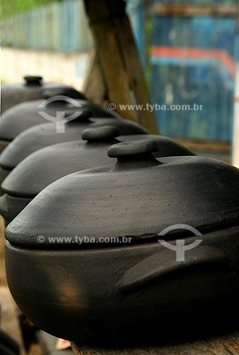 Assunto: Panelas de barro fabricadas artesanalmente / Local: Tanguá - RJ - Brasil / Data: Abril de 2009