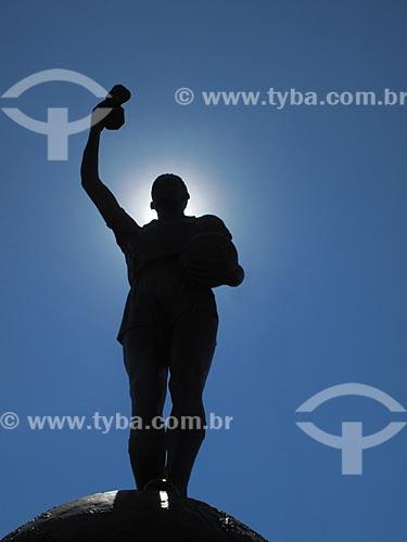 Assunto: Estátua de Hilderaldo Luiz Bellini, ex-futebolista brasileiro, na entrada principal do Maracanã / Local: Maracanã - Rio de Janeiro - RJ - Brasil / Data: Outubro de 2009
