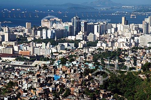 Assunto: Favela do Morro de São Carlos com o centro do Rio de Janeiro ao fundo / Local: Rio de Janeiro - RJ - Brasil / Data: Outubro de 2009