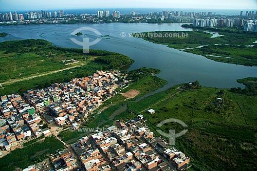 Assunto: Vista aérea da Favela do Rio das Pedras com a Lagoa da Tijuca ao fundo / Local: Barra da Tijuca - Rio de Janeiro - RJ - Brasil / Data: Outubro de 2009