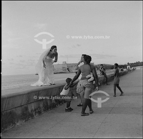 Assunto:Noiva no Malecón com o Castelo de San Salvador de la Punta ao fundo / Local: Havana - Cuba / Date: outubro 2009