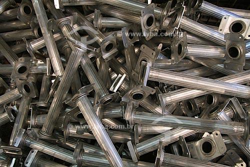 Assunto: Pilha de degraus feitos de alumínio para fabricação de escadas de fibra de vidro, na fábrica da empresa Cogumelo  / Local: Campo Grande - Rio de Janeiro - RJ - Brasil  / Data: 03/11/2009