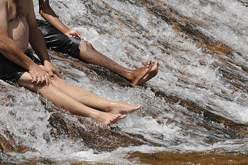 Assunto: Pessoas tomando banho na Cachoeira Maria Comprida  / Local:  Secretário - Petrópolis - RJ  / Data: 21/02/2009