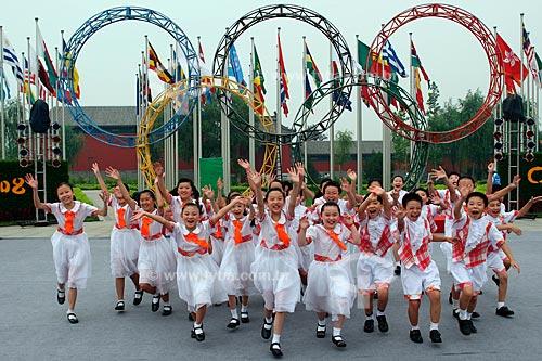 Assunto: Cerimônia de hasteamento da bandeira brasileira na Vila Olímpica de Pequim. Crianças da escola fundamental Zhong Guan Cun 3 participaram cantando  / Local:  Pequim - China  / Data: Agosto de 2008