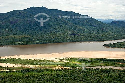 Assunto: Vista aérea da Serra Grande e do Rio Branco, com praias já aparecendo (início da época de seca)  / Local:  Sul de Boa Vista - Roraima - Brasil  / Data: Janeiro de 2006