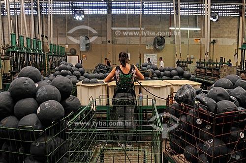 Assunto: Ensaio sobre a construção da bola de futebol - Fábrica da Penalty Para uso editorial sob consultaLocal: Itabuna - BahiaData: Agosto de 2009