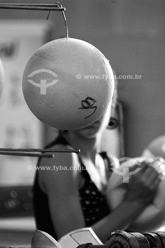 Assunto: Ensaio sobre a fabricação da bola de futebol - Fábrica da Penalty (Para uso editorial sob consulta) / Local:  Itabuna - Bahia  / Data: 26/08/2009