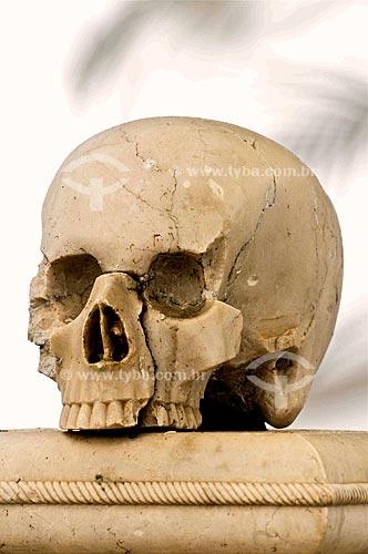 Assunto: Crânio no cemitério da Paróquia de São Pedro, antigo Colégio dos Jesuítas / Local: São Pedro da Aldeia - Região dos Lagos - Costa do Sol - Rio de Janeiro - RJ / Data: 11-2009