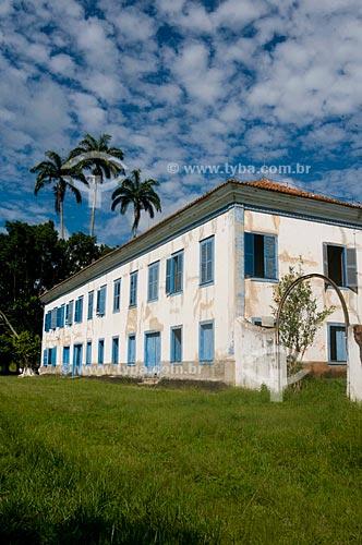 Fazenda Santa Monica em estilo neoclássico, onde morreu em 07 de maio de 1880, o Marechal Luiz Alves de Lima e Silva, o Duque de Caxias . É uma das maiores casas de fazenda, com 3.048m2, 65 compartimentos, 97 janelas, 62 portas e cinco escadas internas  - Vassouras - Rio de Janeiro - Brasil