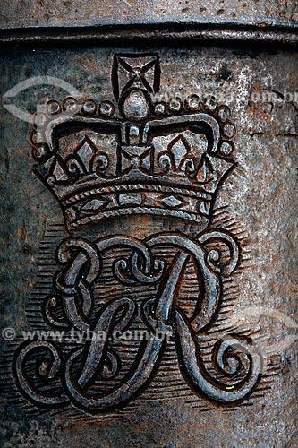 Assunto: Detalhe do brasão da Coroa Portuguesa no jardim do antigo Forte Defensor Perpétuo  (1703) , hoje Centro de Artes de Tradições  Populares de Paraty   / Local:  Paraty - Costa Verde - Rio de Janeiro  / Data: Janeiro 2010