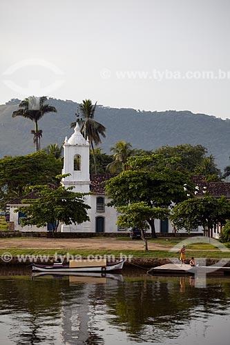 Assunto: Igreja de Nossa Senhora das Dores com barcos no rio Perequê-Açu em primeiro plano / Local: Paraty - Costa Verde - Rio de Janeiro  / Data: Janeiro 2010