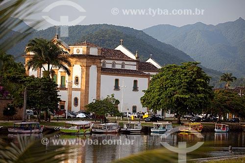 Assunto: Igreja da Matriz com barcos no rio Perequê-Açu em primeiro plano  / Local:  Paraty - Costa Verde - Rio de Janeiro  / Data: Janeiro 2010