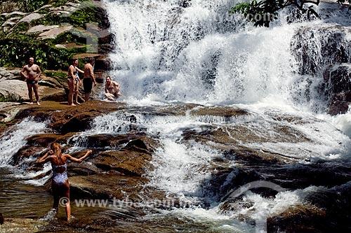 Assunto: Turistas se refrescando na Cachoeira da Pedra Branca  / Local:  Paraty - Costa Verde - Rio de Janeiro  / Data: Janeiro 2010