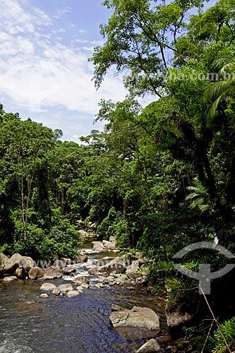 Assunto: Mata verde e pedras no Rio Perequê-Açu   / Local:  Paraty - Costa Verde - Mata Atlântica - Rio de Janeiro  / Data: Janeiro 2010