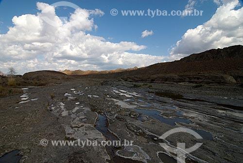 Assunto: Vista da serra de Al Haja - O grande rio Wadi costuma ter um pequeno fluxo constante de água ao longo de todo ano  / Local:  Dubai - Emirados Árabes Unidos  / Data: 01/2009