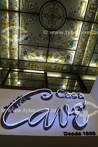 Assunto: Painel luminoso em neon na Casa Cavé confeitaria tradicional do Centro do Rio de Janeiro  - Rua Uruguaiana / Local:  Rio de Janeiro  / Data: Agosto 2009