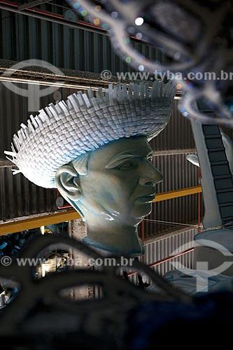Assunto:  Escultura do compositor Noel Rosa - Barracão da Escola de Samba Unidos de Via Isabel - Cidade do Samba  / Local:  Gamboa - Rio de Janeiro - Brasil   / Data: 01/2010