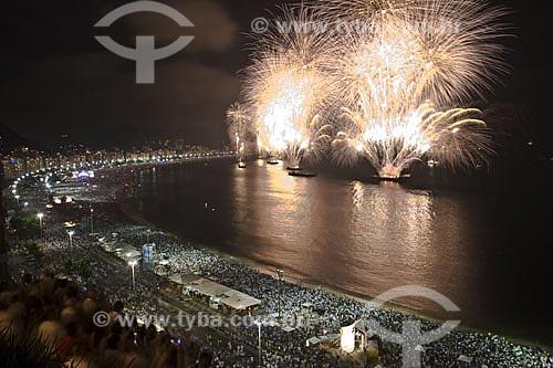 Assunto: Queima de fogos de artifício durante a virada do ano em Copacabana  / Local:  Rio de Janeiro - RJ - Brasil  / Data: 31/12/2009