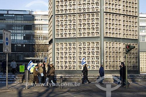 Assunto: Manifestantes pró-Israel em frente à Igreja Memorial Kaiser Guilherme (Gedächtniskirche)  / Local:  Berlim - Alemanha  / Data: 11/01/2009