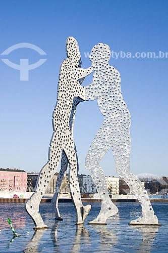 Assunto: Escultura Molecule Men (Homens Molécula), no Rio Spree  / Local:  Berlim - Alemanha  / Data: 12/01/2009