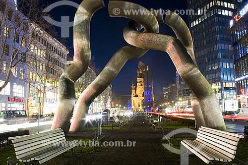 Assunto: Tauentzienstrasse é uma rua comercial na parte ocidental de Berlim. No meio da rua há uma estátua, chamada Berlin, que expressa a natureza dividida da cidade durante a Guerra Fria  / Local:  Berlim - Alemanha  / Data: 22/01/2009