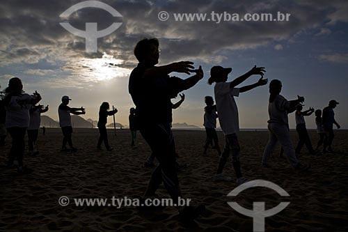 Assunto: Aula de Tai-chi-chuan de manhã na praia de Copacabana  / Local:  Copacabana - Rio de Janeiro - RJ - Brasil  / Data: Agosto de 2007